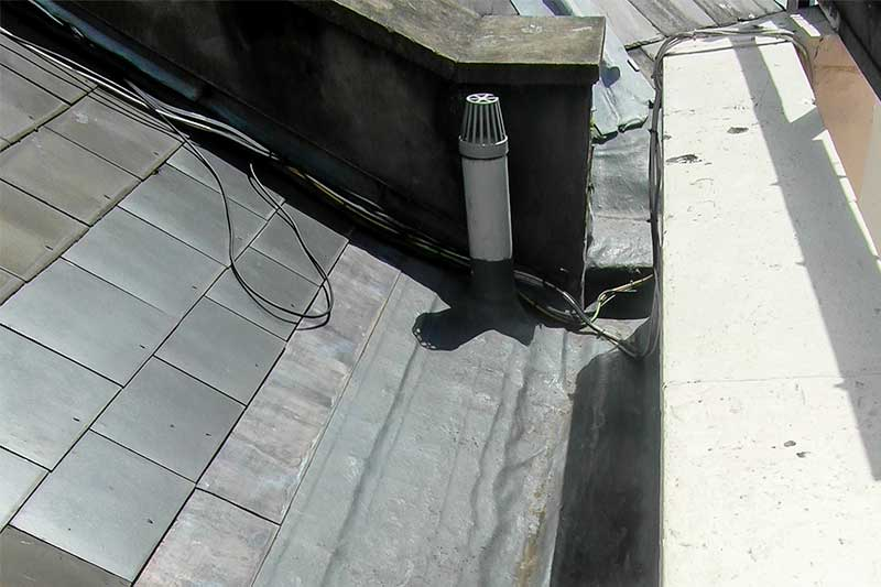 Roof gutter area - leak detection