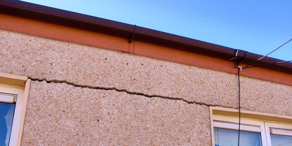 Cracking caused by mica and pyrite in building blocks