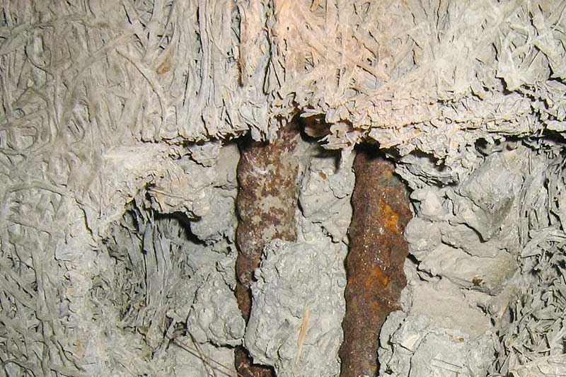 Woodwool and exposed corroding reinforcement